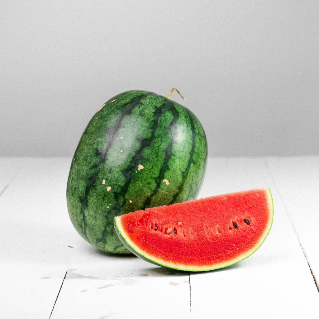 vattenmeloner hel och delad